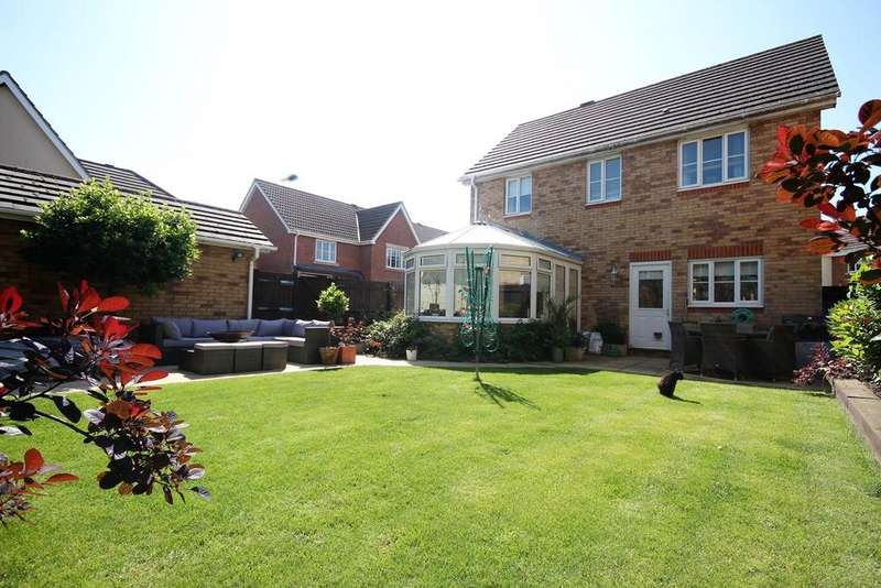 4 Bedrooms Detached House for sale in Kingfisher Road, Shefford, SG17