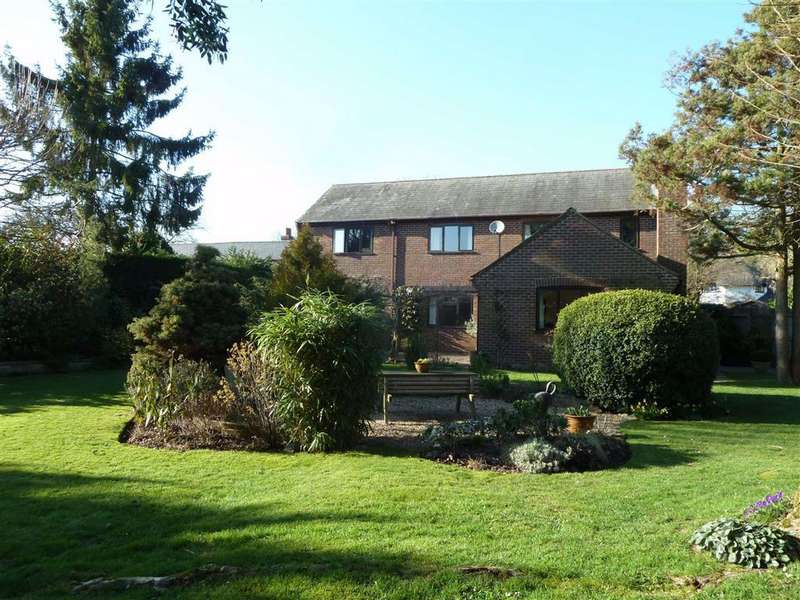 4 Bedrooms Detached House for sale in The Hamlet, Gallowstree Common, Gallowstree Common Reading