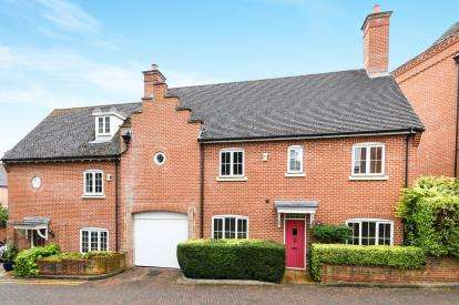 4 Bedrooms Semi Detached House for sale in Warley, Brentwood, Essex