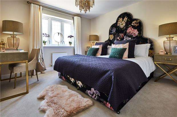 4 Bedrooms Detached House for sale in Bramley View, Bramley Nr Sherfield On Loddon, Hampshire