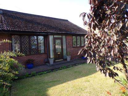 3 Bedrooms Bungalow for sale in Crow Lane West, Newton-Le-Willows, Merseyside