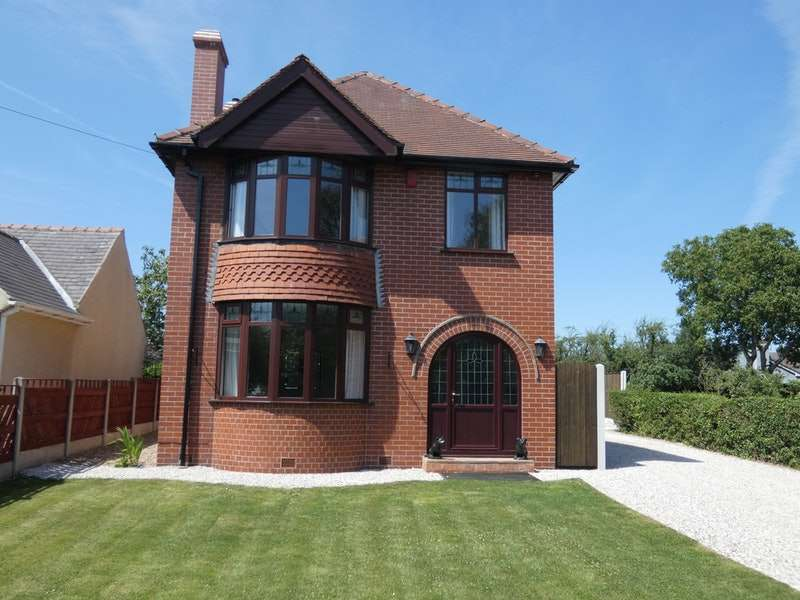 3 Bedrooms Detached House for sale in Chesterfield Road, Chesterfield, Derbyshire, S43