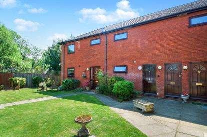 2 Bedrooms Maisonette Flat for sale in Laurel Court, Tolmers Road, Potters Bar, Hertfordshire