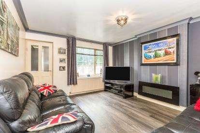 2 Bedrooms Flat for sale in St. Martins Drive, Cherry Tree, Blackburn, Lancashire