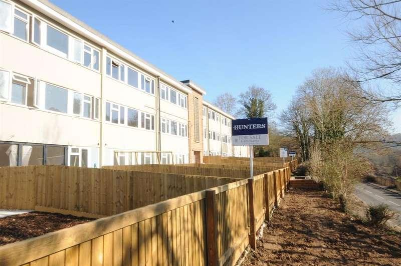 2 Bedrooms Flat for sale in Queens Court, Brimscombe, GL5