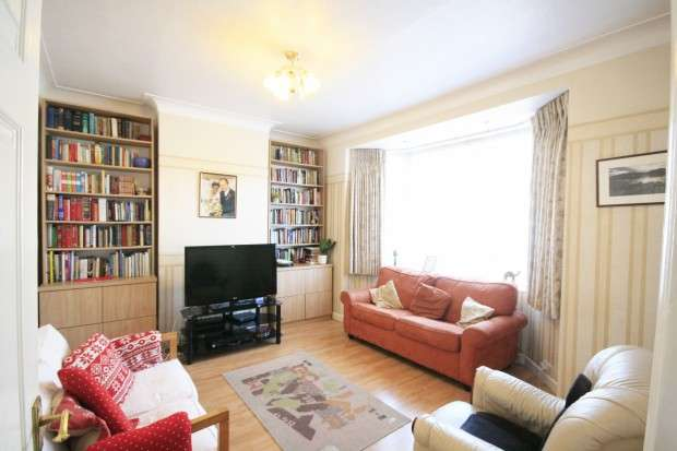 3 Bedrooms Terraced House for sale in Cranley Drive, Ilford, IG2