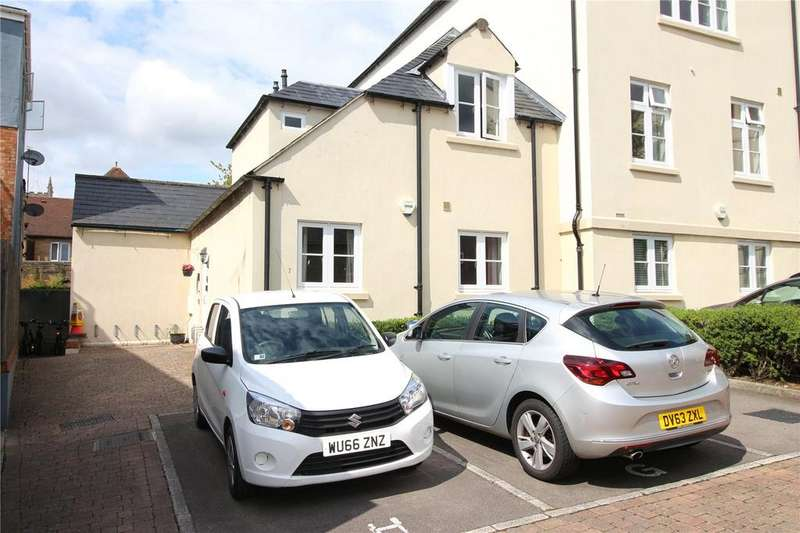 2 Bedrooms Apartment Flat for sale in Hoopers Court, West Way, Cirencester, GL7