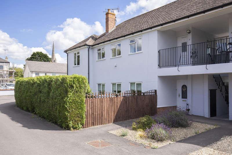 3 Bedrooms Flat for sale in Granley Drive, Cheltenham GL51 7AX