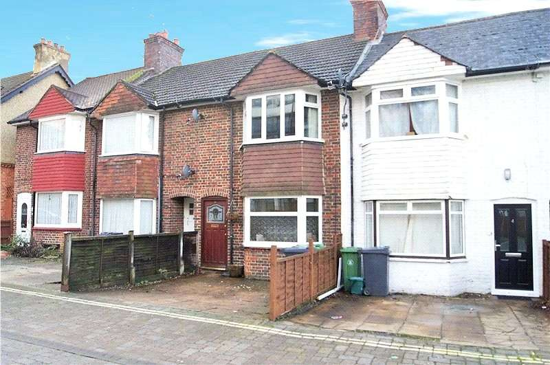 3 Bedrooms House for rent in Southern Road, Camberley, Surrey, GU15