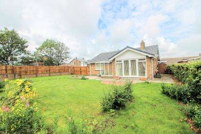 3 Bedrooms Bungalow for sale in Ellesmere, Houghton Le Spring, Tyne and Wear, DH4