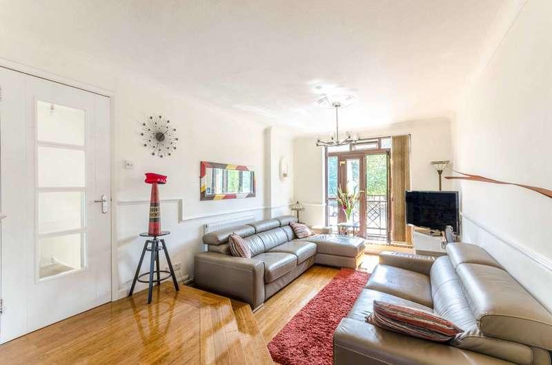 4 Bedrooms House for sale in Garnet Walk, Royal Docks, E6
