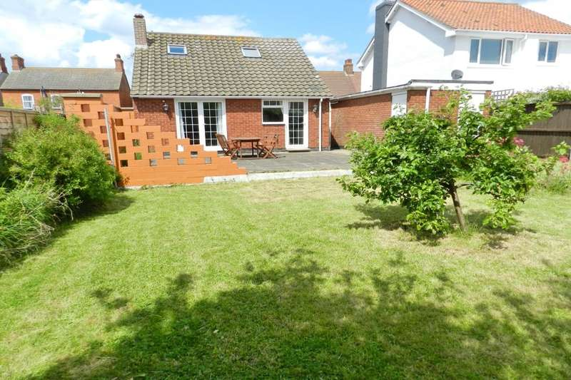 3 Bedrooms Detached Bungalow for sale in Church Lane, Sutton-On-Sea, Mablethorpe, LN12