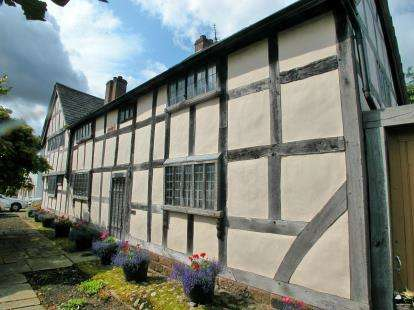 3 Bedrooms Detached House for sale in Village Square, Willaston, Neston, Cheshire, CH64