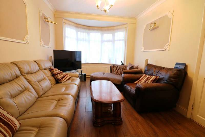 4 Bedrooms Semi Detached House for sale in Clayhall Avenue, Ilford, IG5