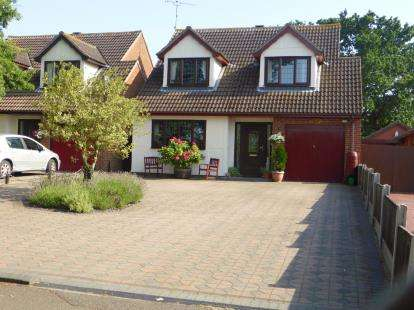 4 Bedrooms Detached House for sale in Hullbridge, Essex