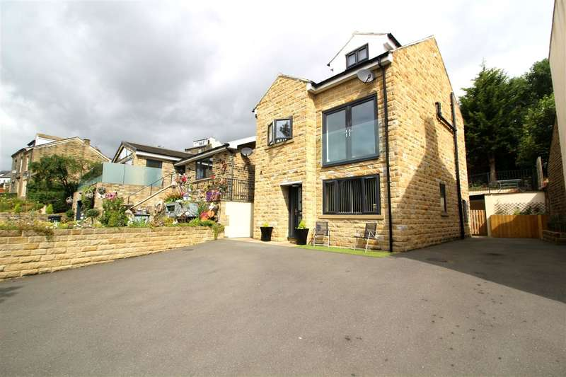 3 Bedrooms Town House for sale in Briscoe Lane, Greetland, Halifax