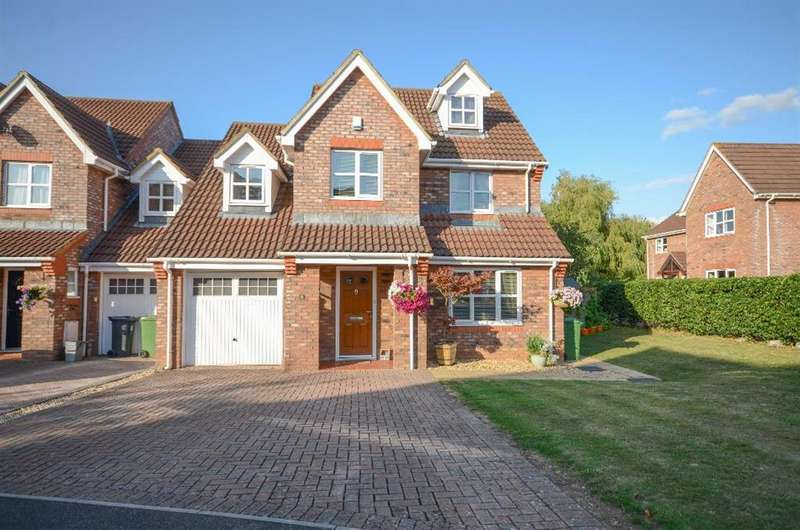 4 Bedrooms Link Detached House for sale in The Paddocks, Downend, Bristol, BS16 6XG