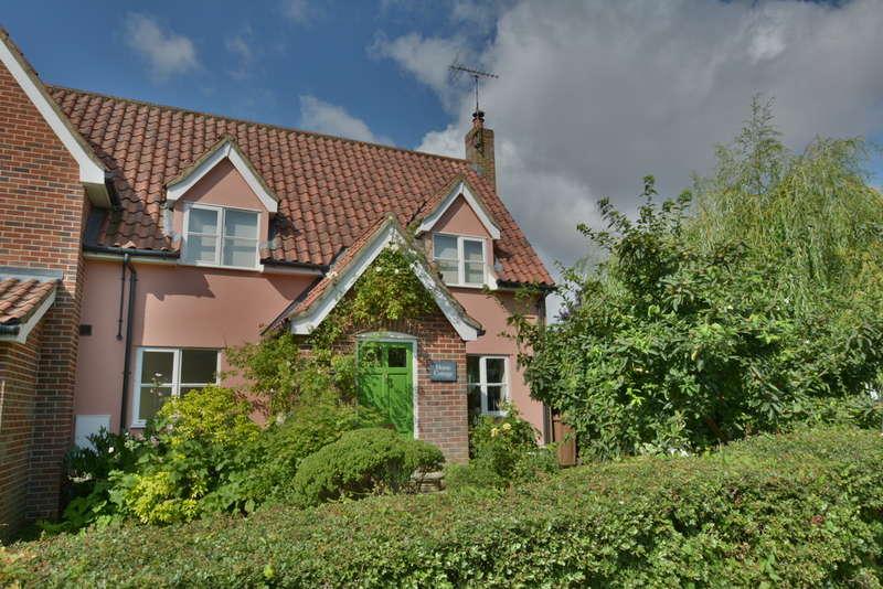 3 Bedrooms Cottage House for sale in Queen Street, Stradbroke