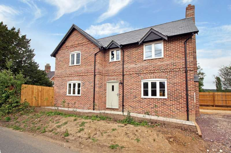 3 Bedrooms Detached House for sale in The Street, Motcombe