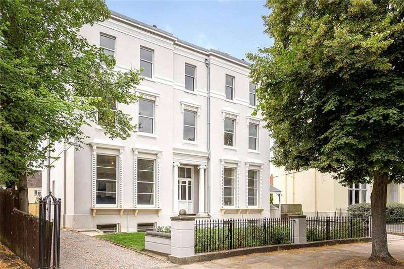 2 Bedrooms Flat for sale in Terhill House, Pittville Circus, Cheltenham, Gloucestershire, GL52