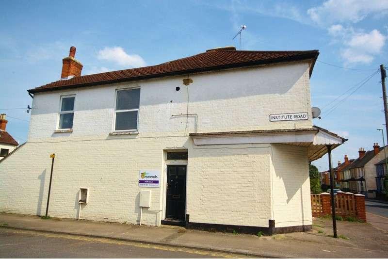 2 Bedrooms Maisonette Flat for sale in Institute Road, Aldershot, Hampshire, GU12 4DA