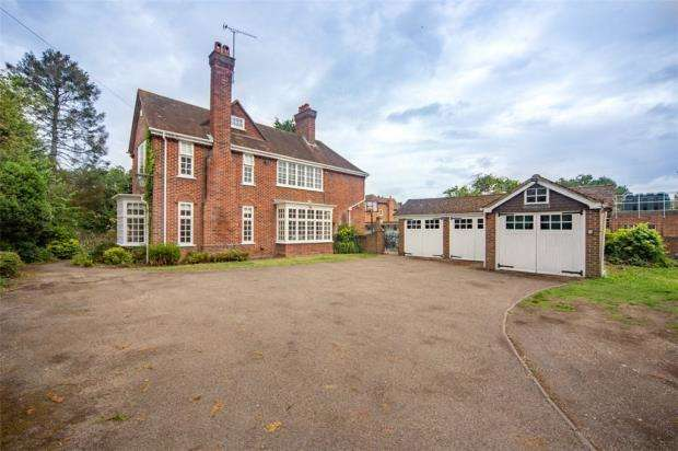 6 Bedrooms Detached House for sale in Heatherdene Avenue, Crowthorne, Berkshire