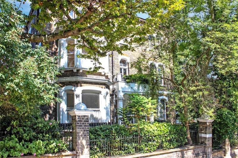 2 Bedrooms Flat for sale in Hazelville Road, Crouch End Borders, London