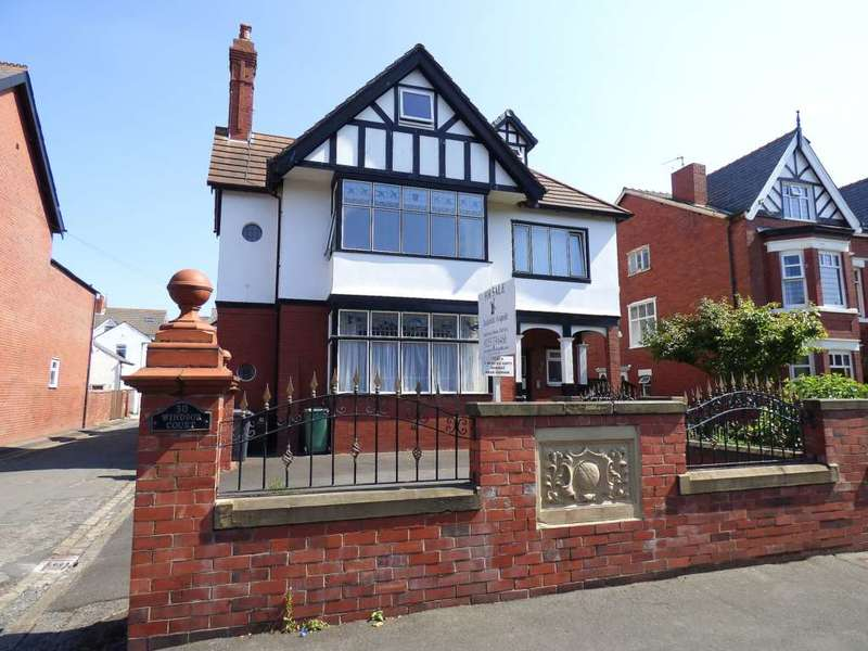 3 Bedrooms Maisonette Flat for sale in Victoria Road, St Annes