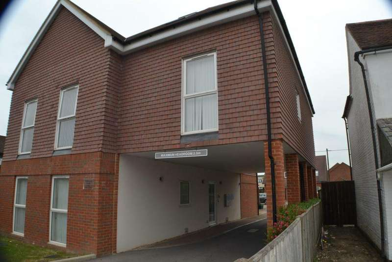 2 Bedrooms Flat for rent in Marlborough Court Thatcham