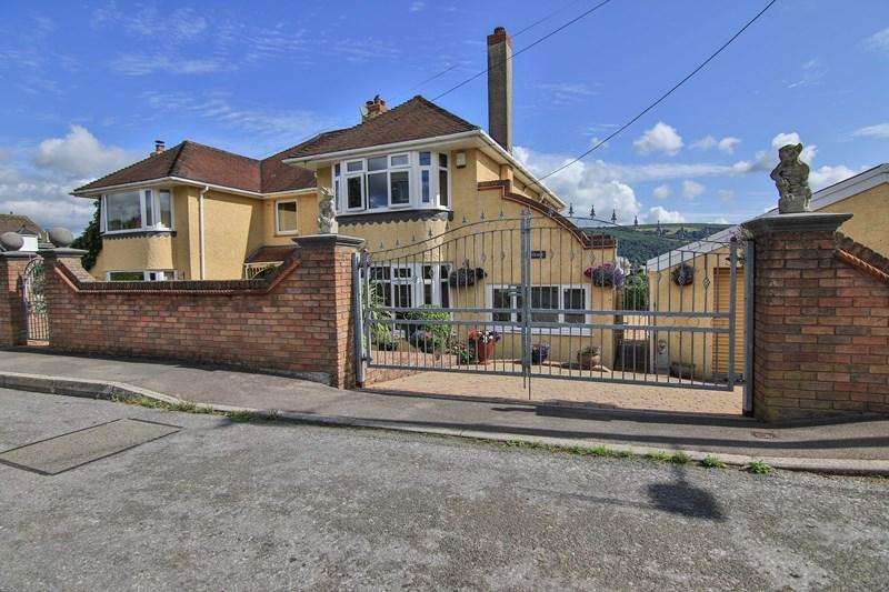 3 Bedrooms Semi Detached House for sale in Hiley Avenue, Gilwern, Abergavenny