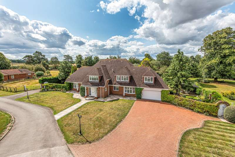 4 Bedrooms Detached House for sale in Park Road, Westoning, MK45