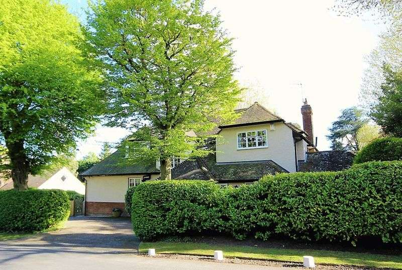 5 Bedrooms Property for sale in Hillwood Grove, Hutton Mount, Brentwood