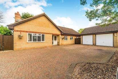 5 Bedrooms Bungalow for sale in Brambles, Wilstead, Bedford, Bedfordshire