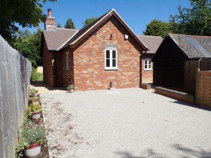 3 Bedrooms Bungalow for sale in High Street, Souldrop, Bedford, Bedfordshire