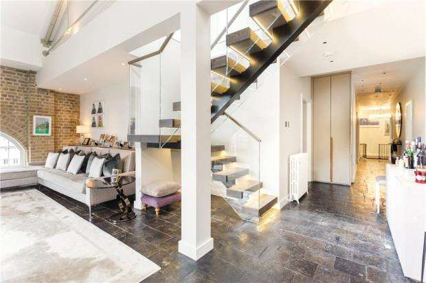 4 Bedrooms Flat for sale in Ivory House, East Smithfield, London