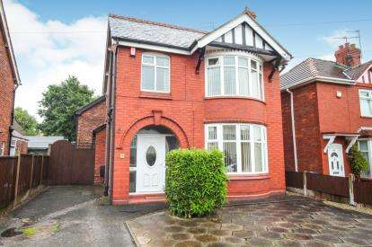 4 Bedrooms Detached House for sale in Crook Lane, Winsford, Cheshire