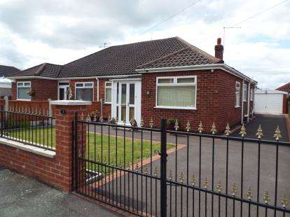 3 Bedrooms Bungalow for sale in Lingfield Drive, Crewe, Cheshire