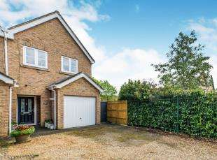 3 Bedrooms End Of Terrace House for sale in Leatherhead Road, Chessington