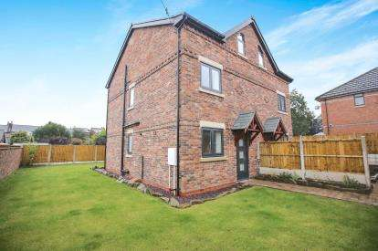 4 Bedrooms Semi Detached House for sale in Far Meadows, Horseshoe Drive, Macclesfield