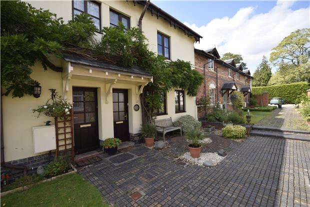 3 Bedrooms Terraced House for rent in East Court Mews, Charlton Kings, GL52 6UN
