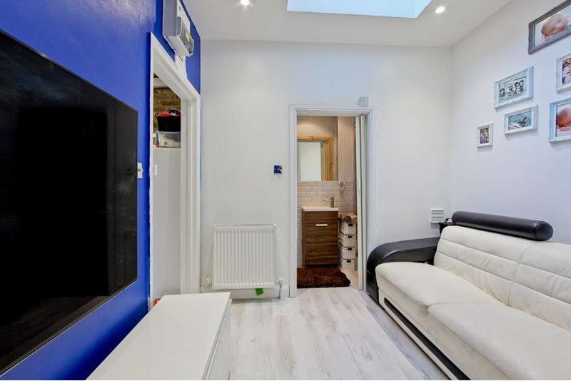 1 Bedroom Studio Flat for sale in Holloway Road, London, London, N7 8JG