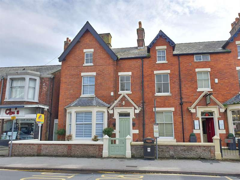 4 Bedrooms End Of Terrace House for sale in Windmill House, Church Road, Lytham