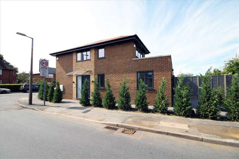 2 Bedrooms End Of Terrace House for sale in Meadow Road, Bushey, WD23.
