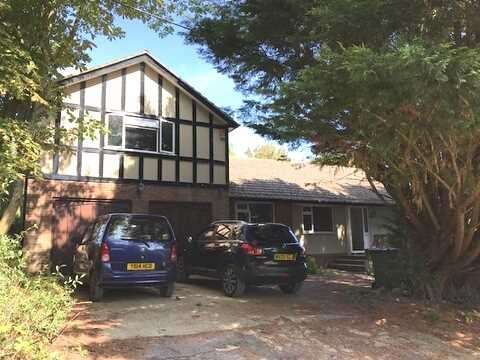 5 Bedrooms Detached House for sale in Valley Road, Peacehaven