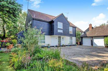 5 Bedrooms Detached House for sale in Galleywood, Chelmsford, Essex