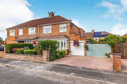 3 Bedrooms Semi Detached House for sale in Highfield Close, Eaglescliffe, Stockton-On-Tees