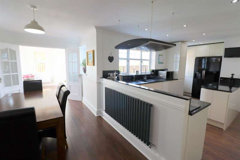 4 Bedrooms Detached House for sale in Coverdale Court, Newton Aycliffe, DL5 7PY