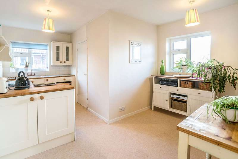 2 Bedrooms Apartment Flat for sale in The Garth, Cottingham, East Yorkshire, HU16
