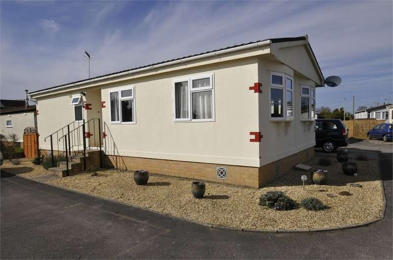 2 Bedrooms Park Home Mobile Home for sale in Lumby Drive, RINGWOOD