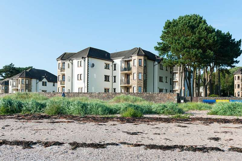 3 Bedrooms Ground Flat for sale in Bowen Craig, Largs, North Ayrshire, KA30 8TB